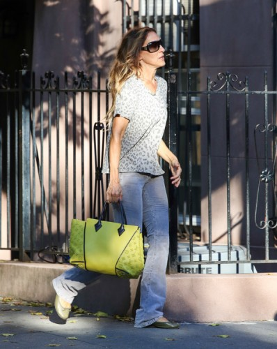 Sarah Jessica Parker carries a yellow Louis Vuitton bag in NYC (2)