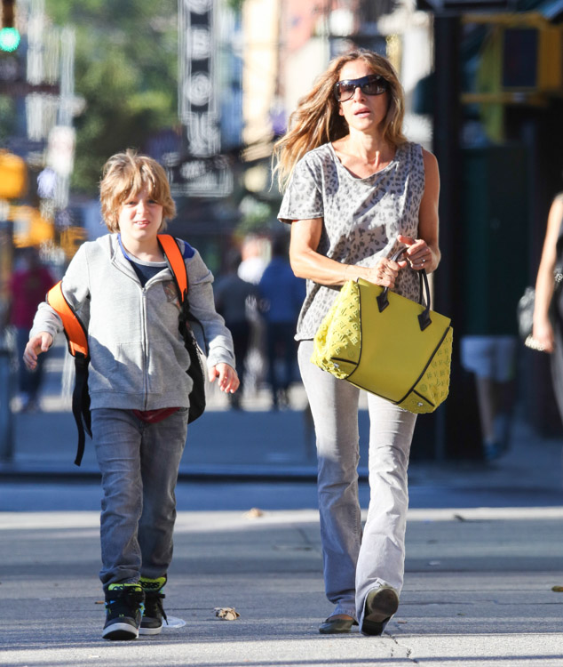 Sarah Jessica Parker carries a yellow Louis Vuitton bag in NYC (1)