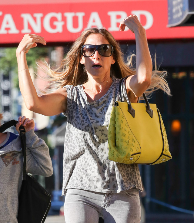 Sarah Jessica Parker carries a yellow Louis Vuitton bag in NYC (4)