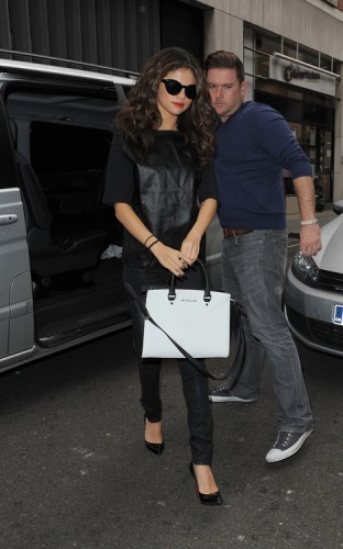 Selena Gomez carries a black and white MICHAEL Michael Kors bag in London (2)