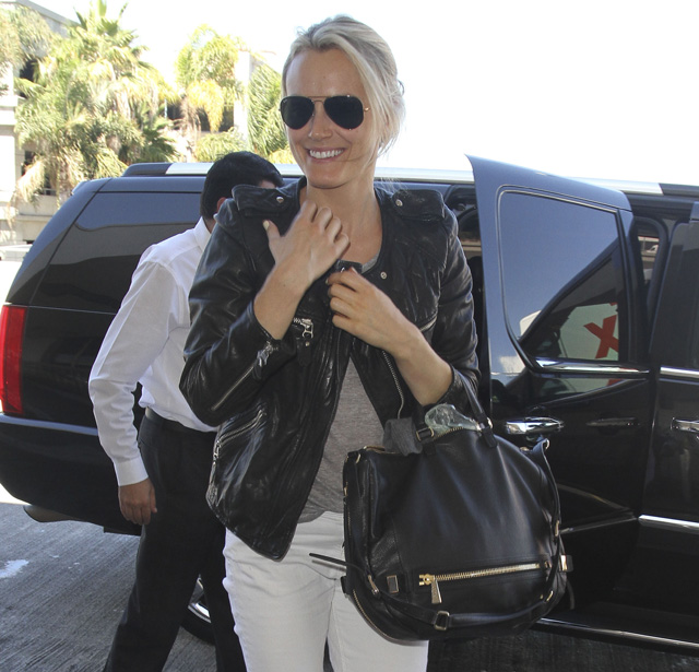 90da894c387 Taylor Schilling carries a black Botkier bag in LA (5)