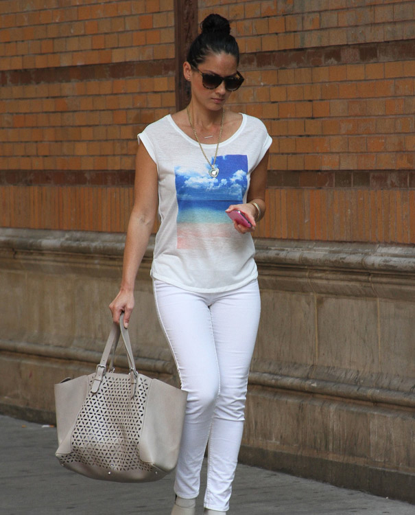The Many Bags of Olivia Munn-11