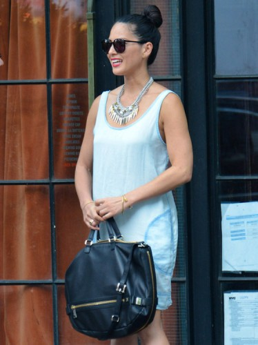 The Many Bags of Olivia Munn (14)