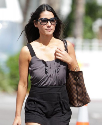 The Many Bags of Olivia Munn (1)