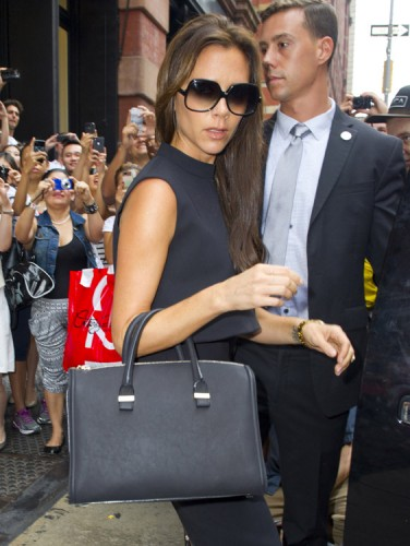 Victoria Beckham carries one of her own handbags for shopping in NYC (4)