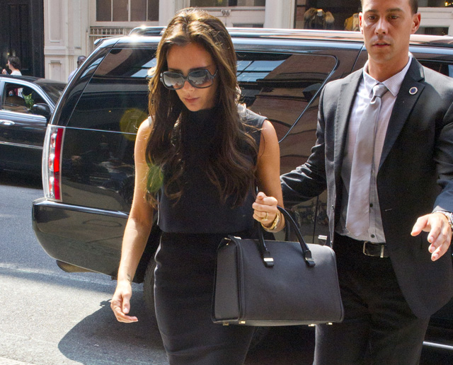 Victoria Beckham carries one of her own handbags for shopping in NYC (5)