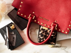 #WhatsInYourKors Packs the Perfect Bag for Milan Fashion Week