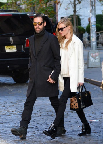 Kate Bosworth carries a heart-print Burberry bag in NYC (3)