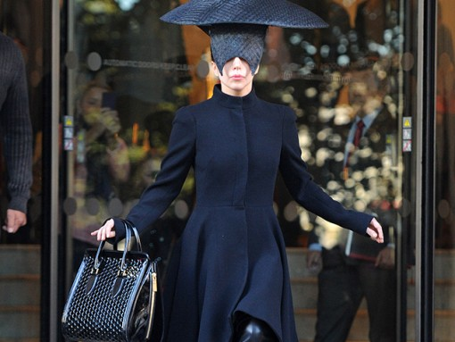 Lady Gaga carries an Alexander McQueen honeycomb bag (5)