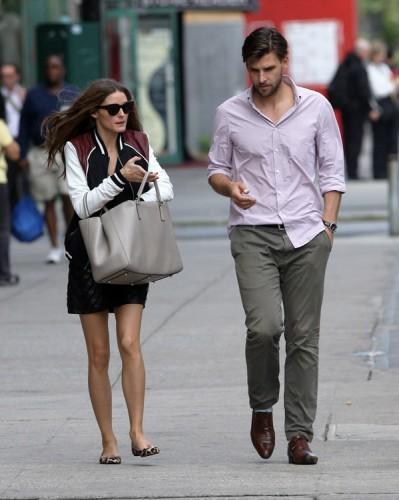 Olivia Palermo carries an Anya Hindmarch Ebury Tote (3)