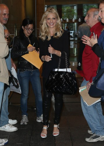 Sarah Michelle Gellar carries a black Chanel tote bag in NYC (1)