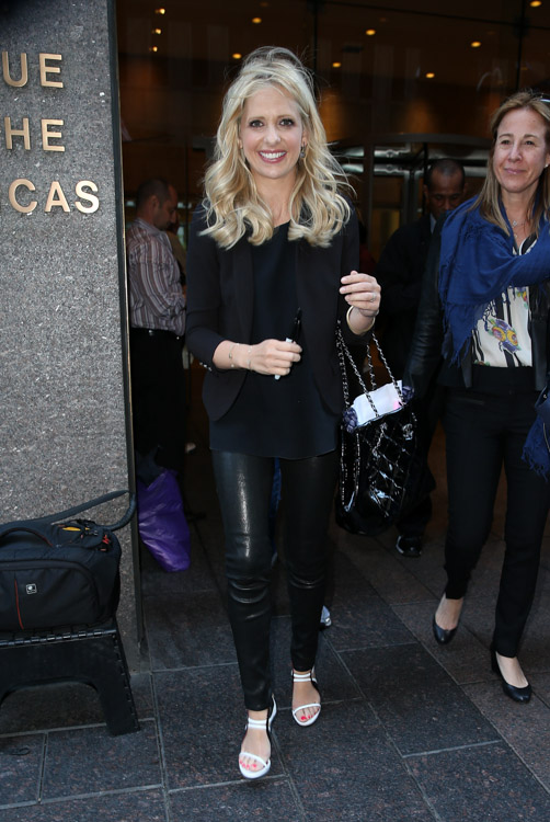 Sarah Michelle Gellar carries a black Chanel tote bag in NYC (4)