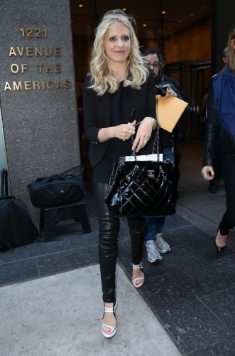 Sarah Michelle Gellar carries a black Chanel tote bag in NYC (3)