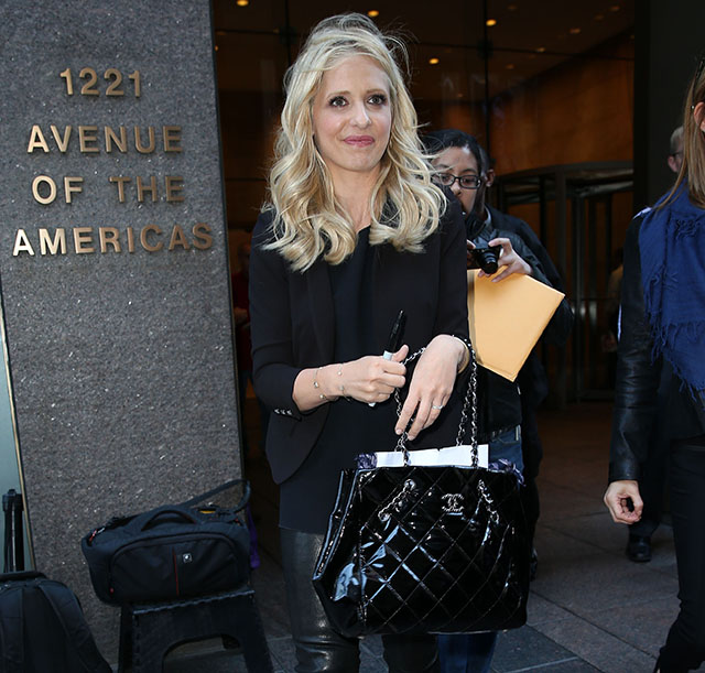 Sarah Michelle Gellar carries a black Chanel tote bag in NYC (5)