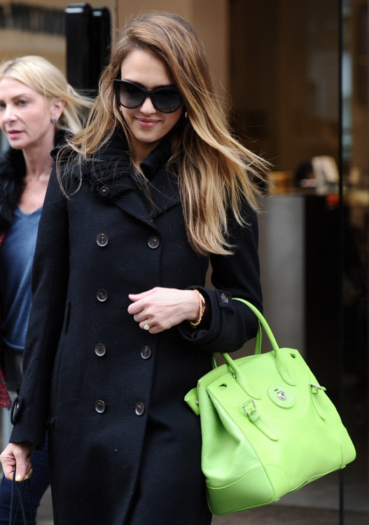 The Many Bags of Jessica Alba 45ede4897bf6c