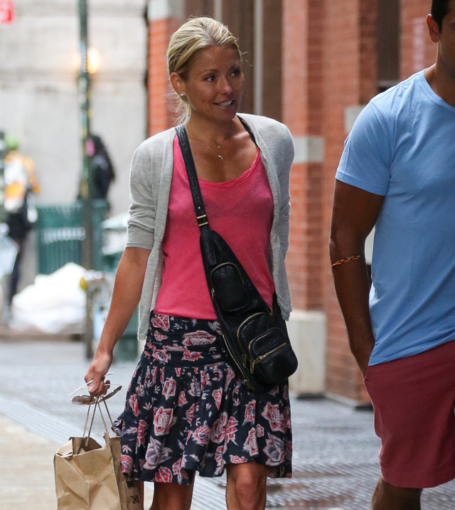 The Many Bags of Kelly Ripa (12)