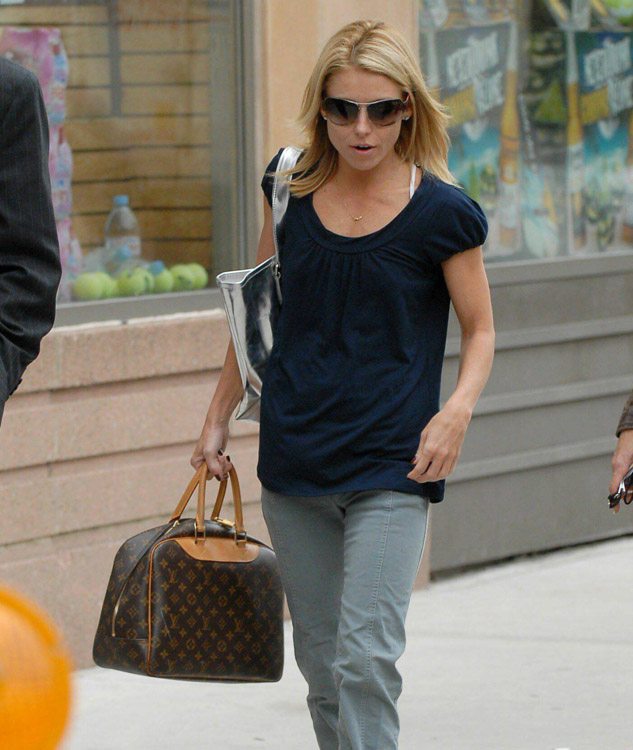 The Many Bags of Kelly Ripa (1)