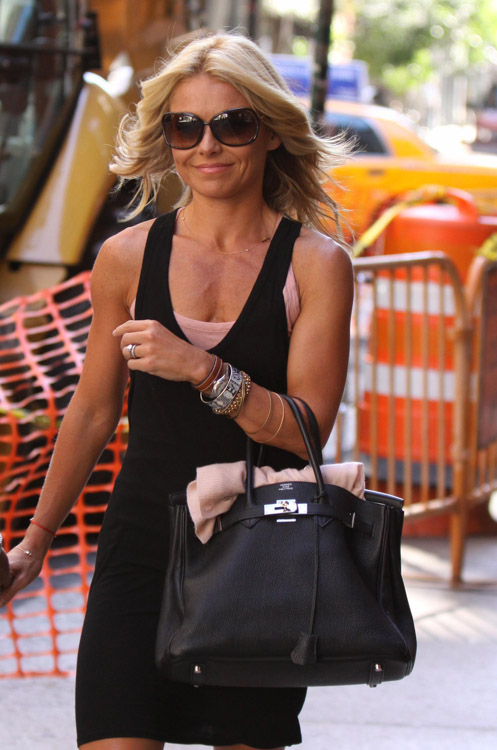 The Many Bags of Kelly Ripa (7)