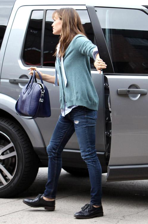 Jennifer Garner Givenchy Antigona Bag-1