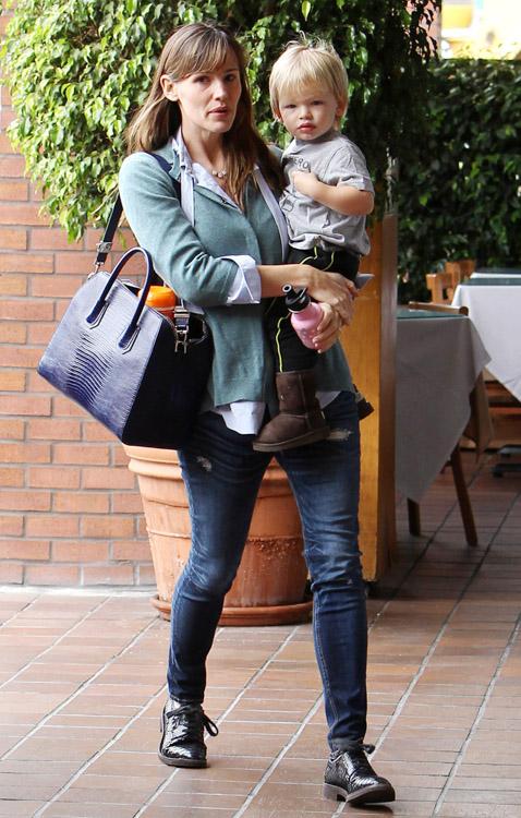 Jennifer Garner Givenchy Antigona Bag-2