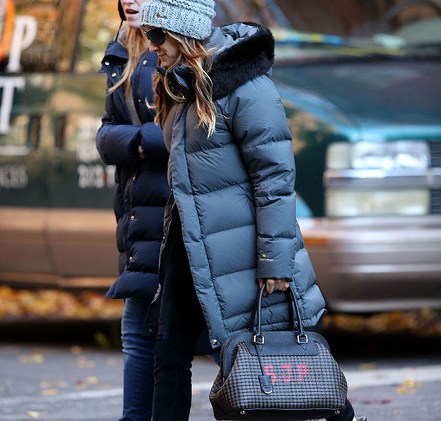 Sarah Jessica Parker carries a Fendi bag with her initials (5)