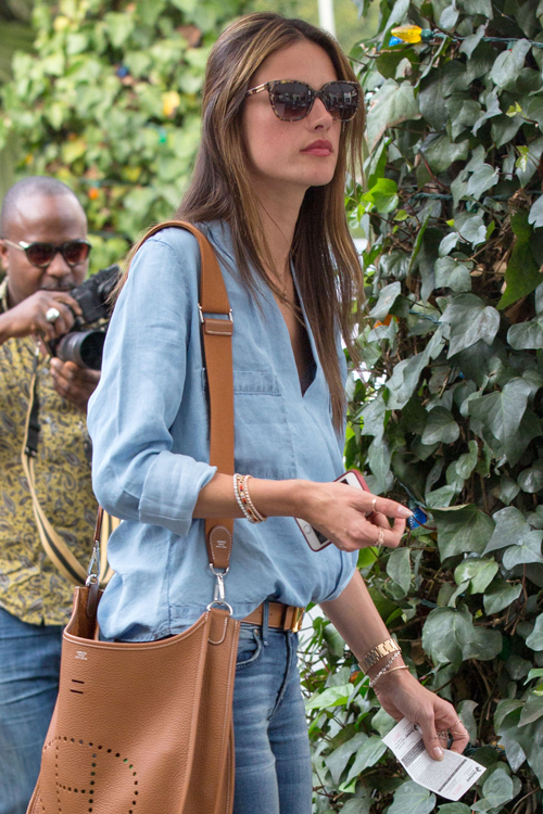 Alessandra Ambrosio carries a tan Hermes bag in LA (4)