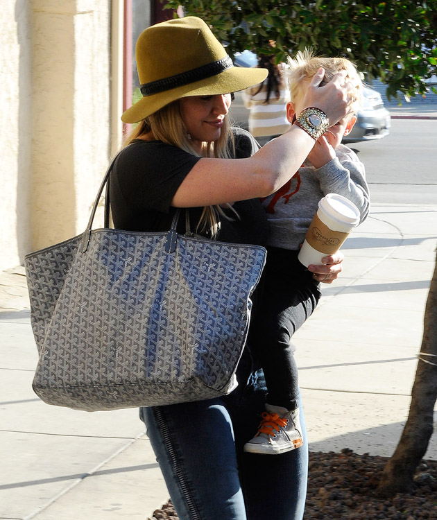 Hilary Duff carries a grey Goyard tote in Beverly Hills (4)