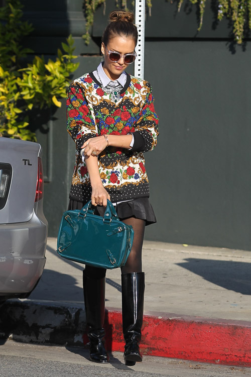 Jessica Alba Celine Buckle Bag-4