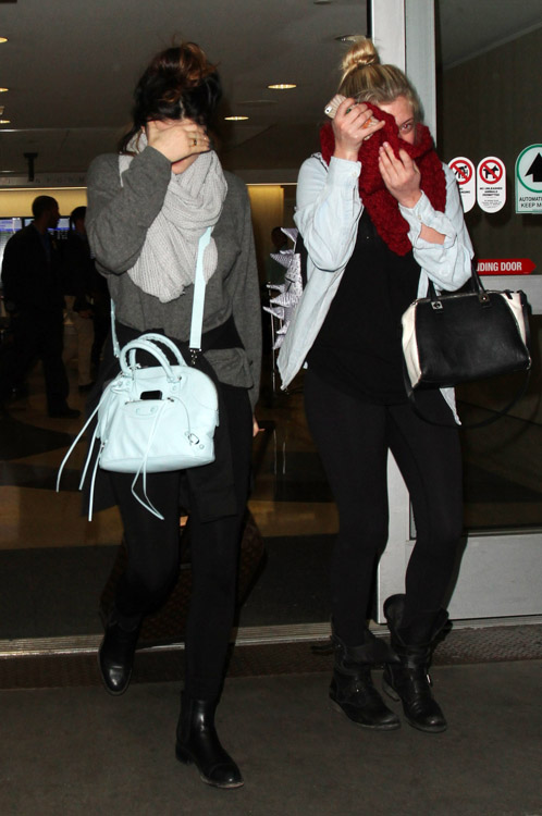 Kylie Jenner carries a blue Balenciaga bag at LAX (2)