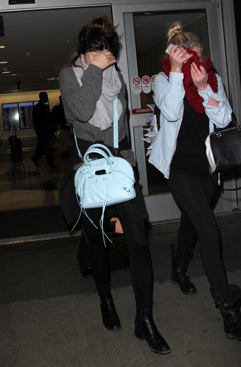 Kylie Jenner carries a blue Balenciaga bag at LAX (1)