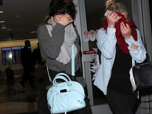 Kylie Jenner carries a blue Balenciaga bag at LAX (5)