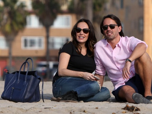 edde415d2dac Tamara Ecclestone carries a blue snakeskin Celine tote at the beach (3)