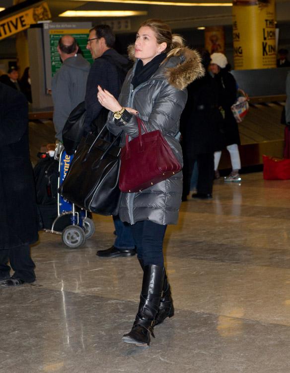 Erin Andrews Celine Luggage Tote Saint Laurent Sac de Hour Bag-4