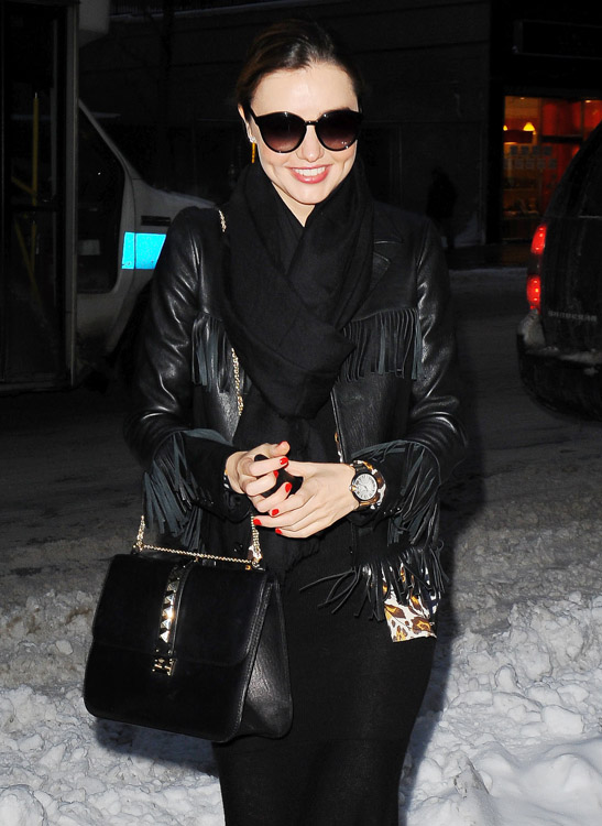 Miranda Kerr Valentino Lock Shoulder Bag-2