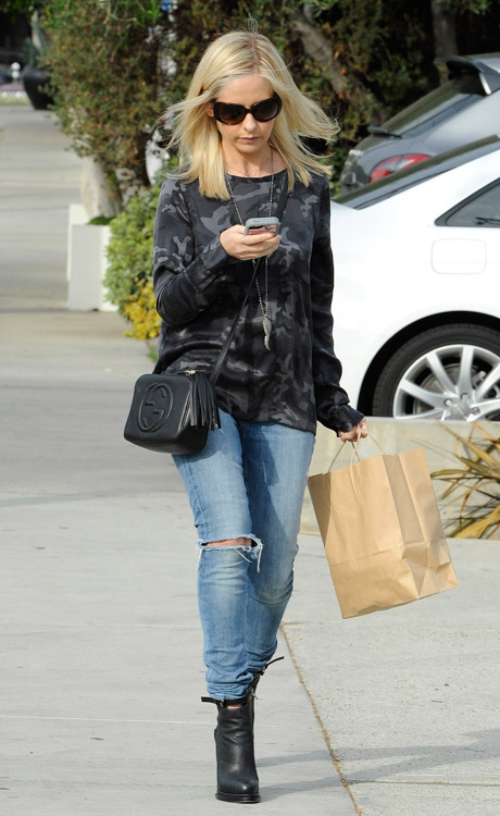 Sarah Michelle Gellar Gucci Soho Disco Bag-2