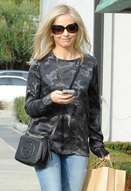 Sarah Michelle Gellar Gucci Soho Disco Bag-3