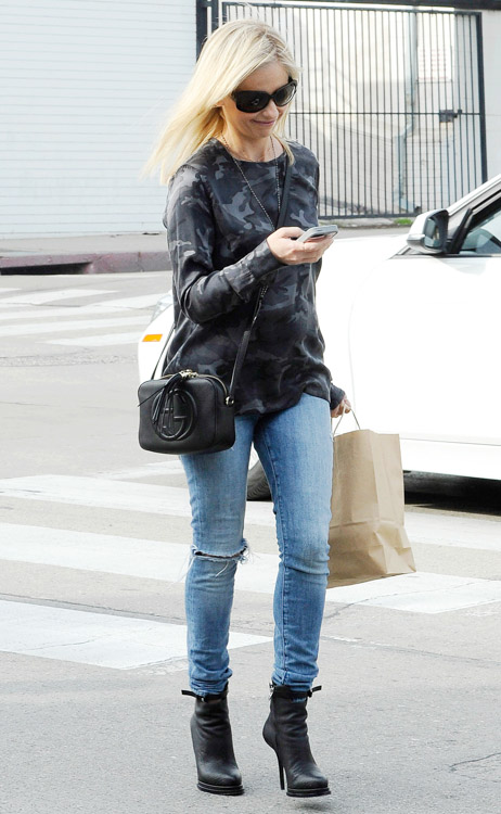 Sarah Michelle Gellar Gucci Soho Disco Bag-4