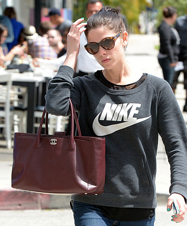 Celebrities and Their Chanel Bags-44