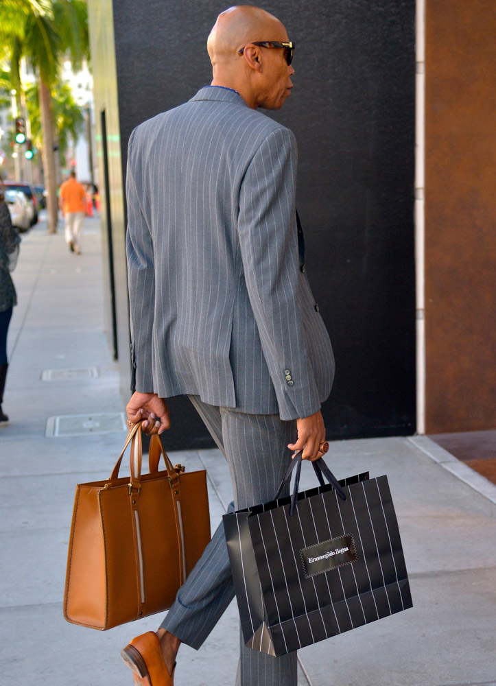 The Many Bags of Accessory-Loving Male Celebrities-25