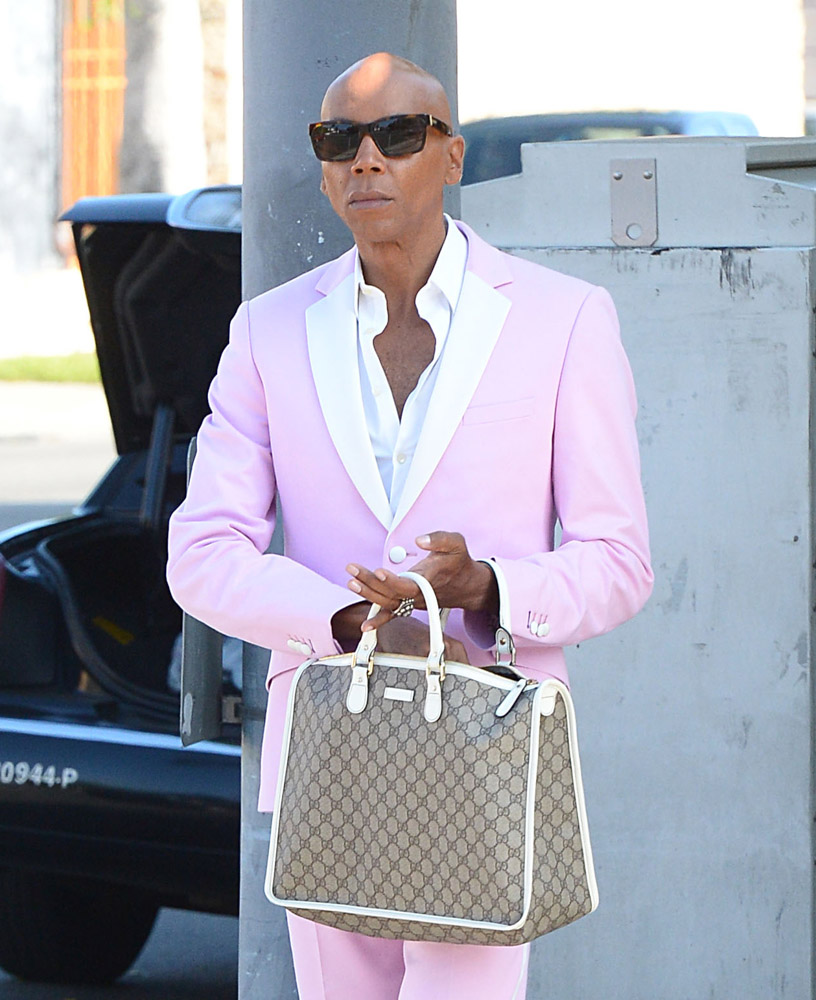The Many Bags of Accessory-Loving Male Celebrities-28