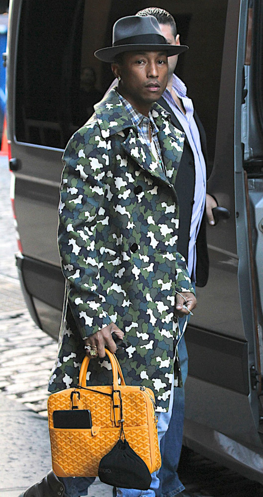 The Many Bags of Accessory-Loving Male Celebrities-31