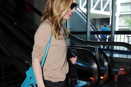 We Finally Get to See Leslie Mann's Press Tour Bag Choice