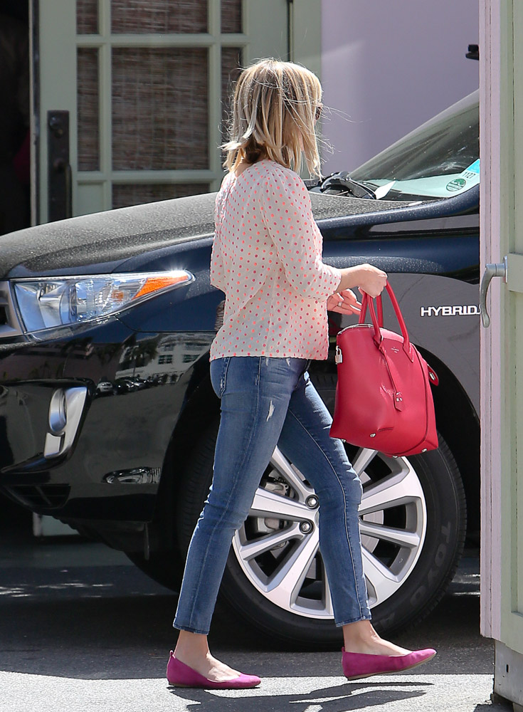Reese Witherspoon Louis Vuitton Soft Lockit Bag-4