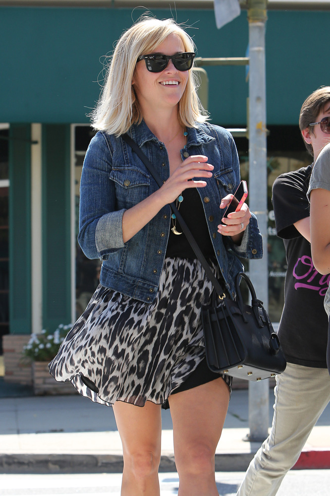 Reese Witherspoon Saint Laurent Sac de Jour Micro Bag 4