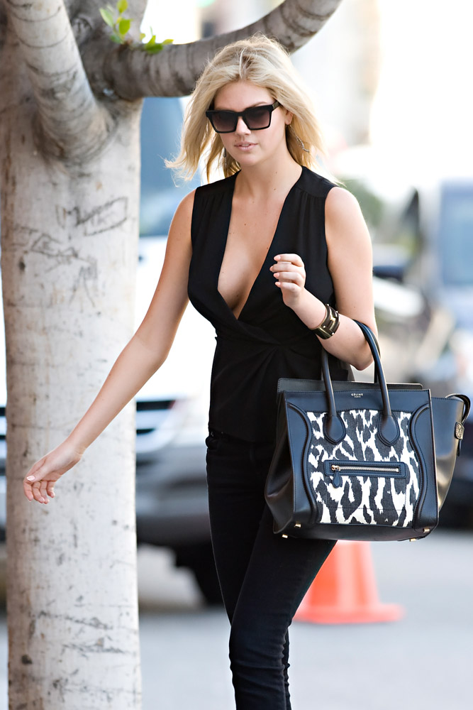 add14b79f2f3 50+ Bags on the Arms of Our Favorite Supermodels - PurseBlog