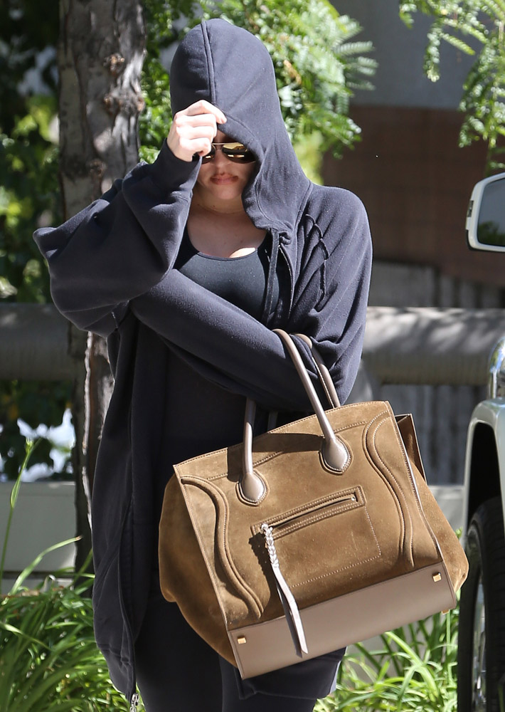 The Many Bags of Khloe Kardashian-39