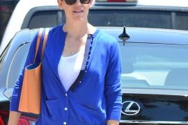 Jennifer Garner Matches the Interior of Her Mansur Gavriel Tote to her Sweater