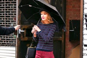 Taylor Swift Braves the Rain with Her New Favorite Dolce & Gabbana Bag