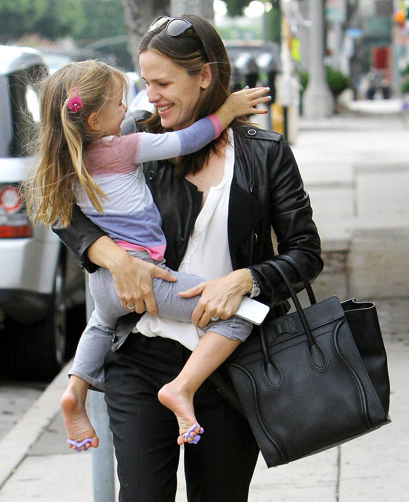 The Many Bags of Celebrity Moms-13