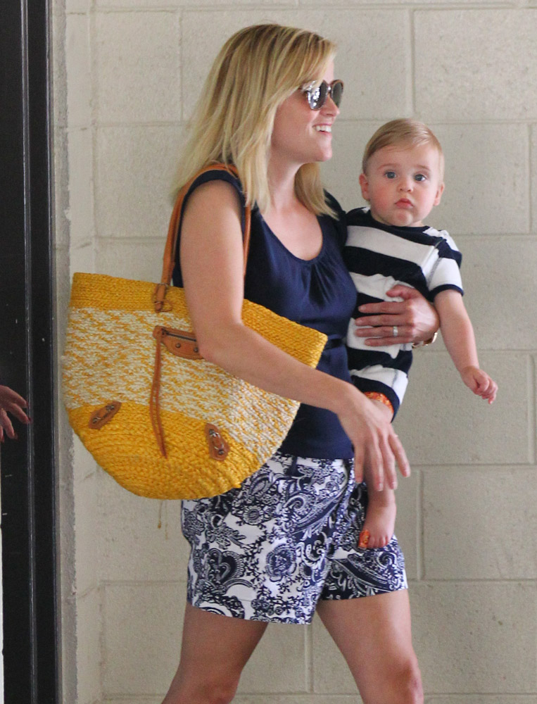 The Many Bags of Celebrity Moms-21